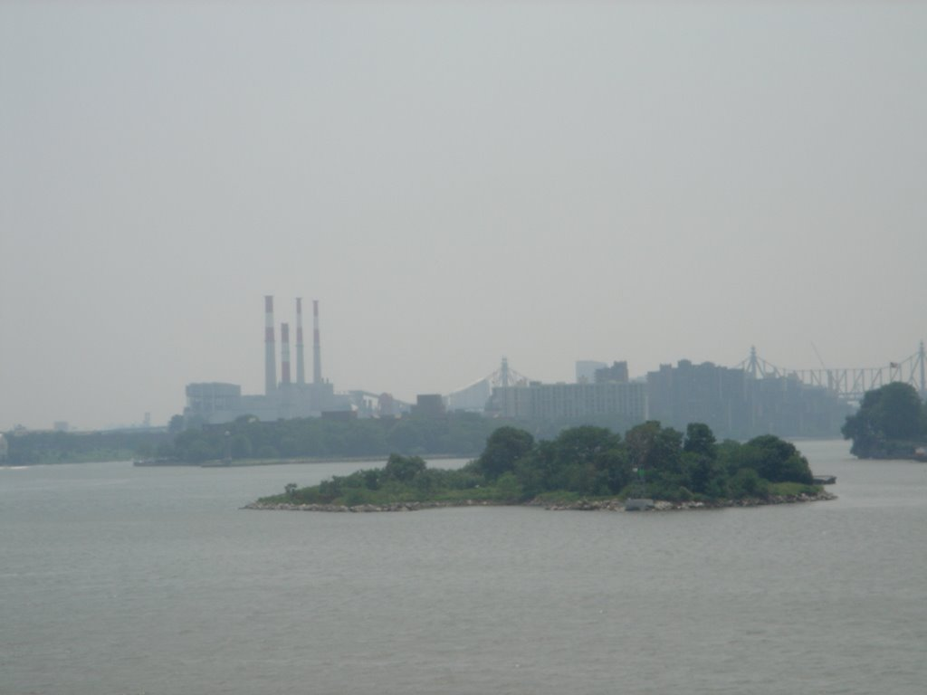 Mill Rock and Roosevelt Island facing south from Ward Island pedestrian bridge