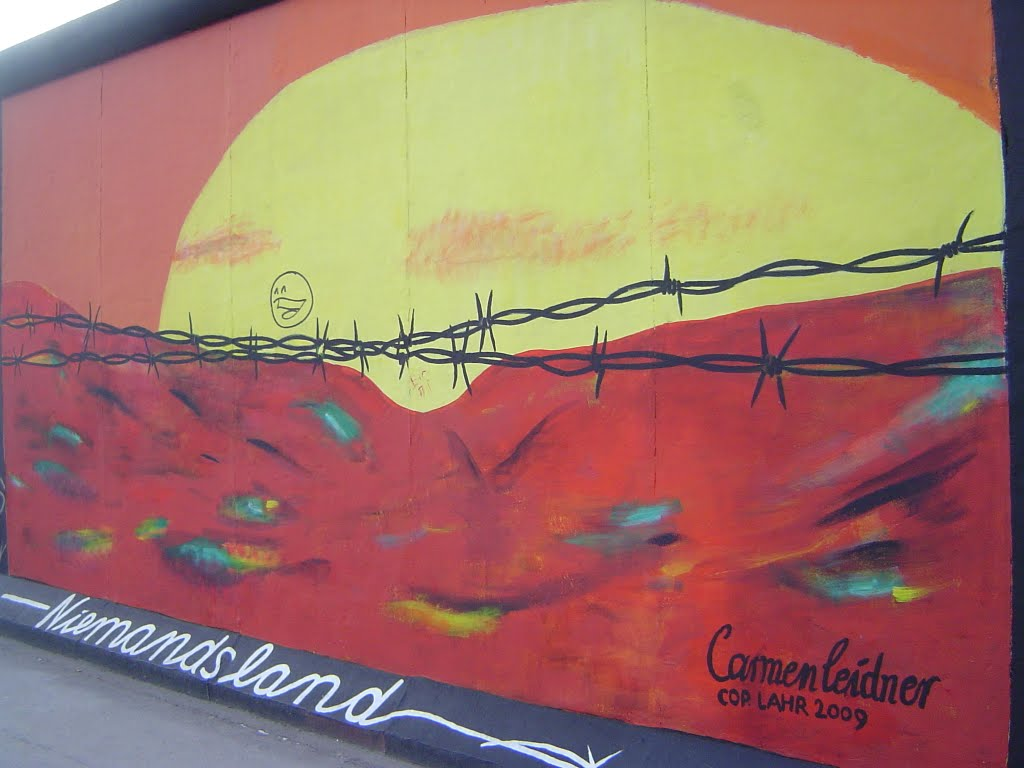 Painting on the Berlin Wall, No man's land