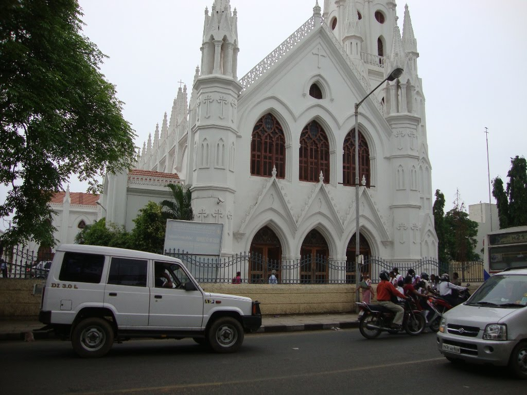 DSC02674 புனித தோமையார் தேவாலயம்  INTERNATIONAL SHRINE OF ST.THOMAS BASILICA, SAN THOME - CHENNAI (Santhome CHURCH) St.Thomas,one of the Apostlesof Jesus Christ was said to have been buried here.