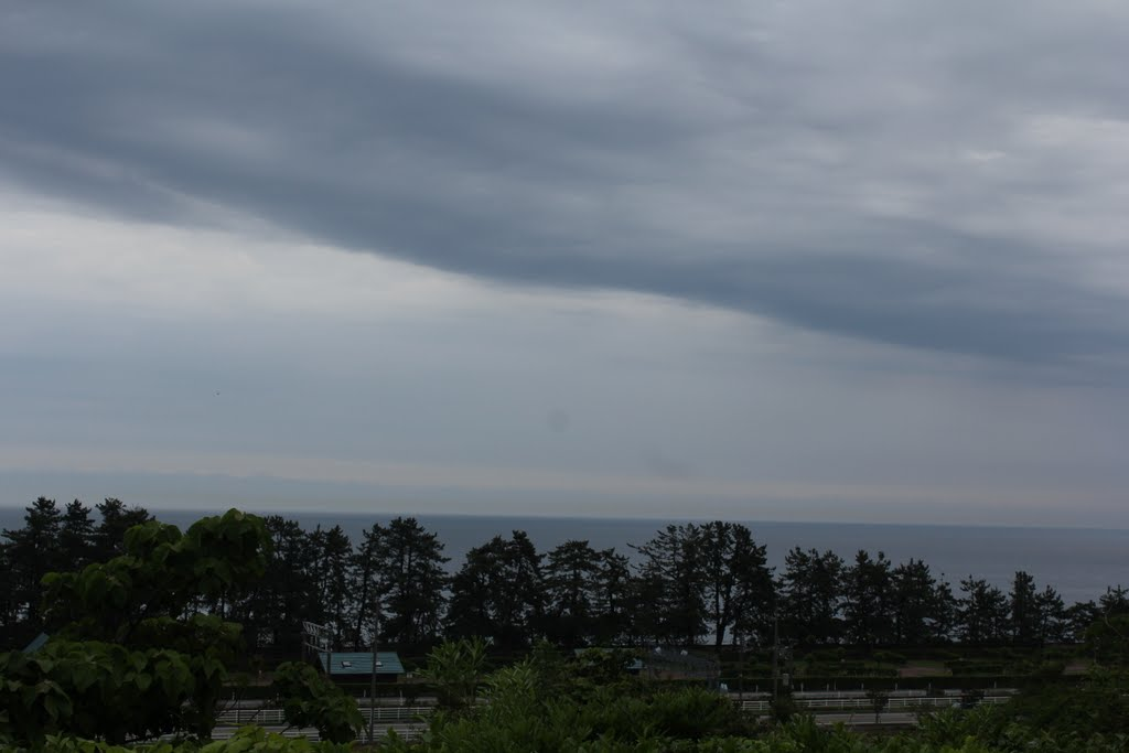 The view of Sea from the Highway