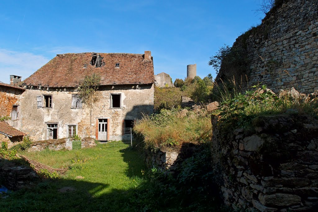 Chateau Chalus-Chabrol behind the ruins - Oct 2011