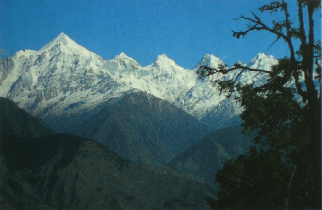"""The five peaked Panchchuli group (between 6334 m and 6904 m) in India. Panchchuli - पंचचूली in Hindi means """"five heads"""". Thus, the Pandava brothers from the Mahabharata epic, are meant."""