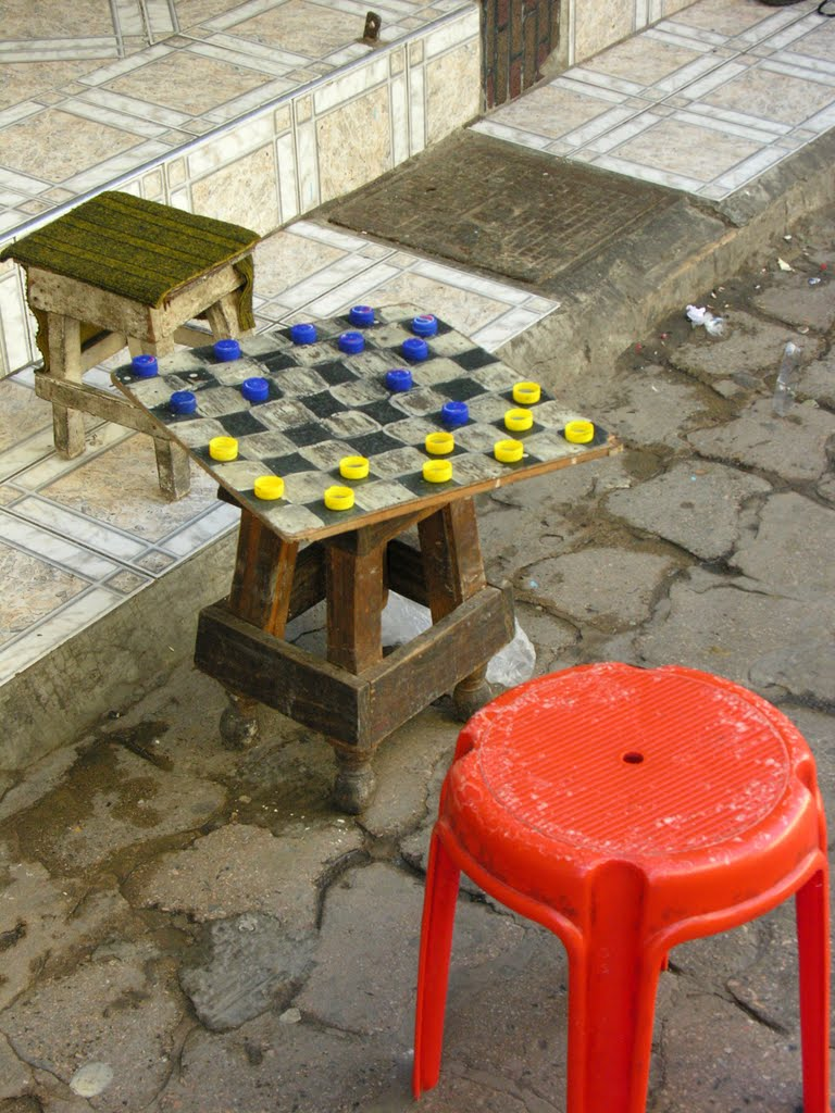 Checkers from bottle stoppers