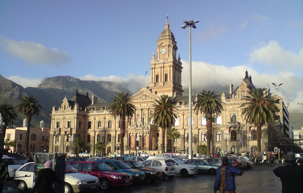 Cape Town City Hall - early monrning on a winters day