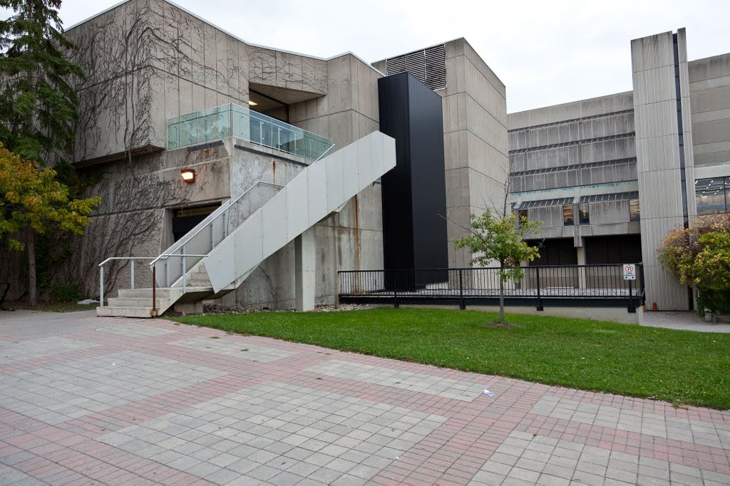 Curtis Lecture Halls (left) and Scott Library (right in background) at York University