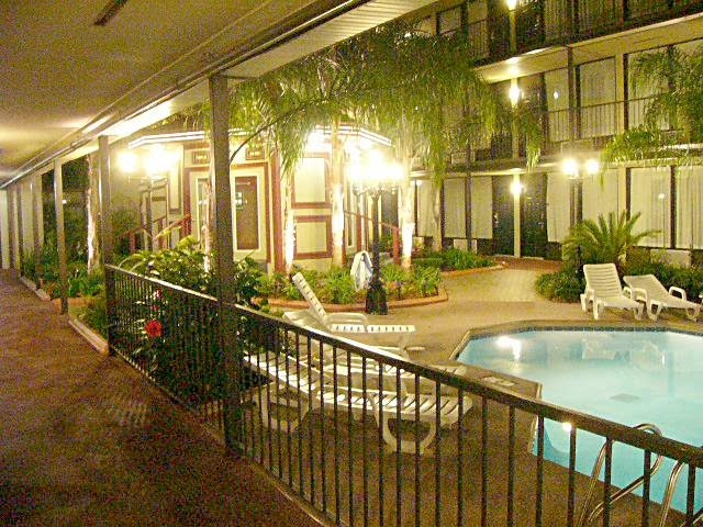 Best Western courtyard, Harvey, LA (2009)