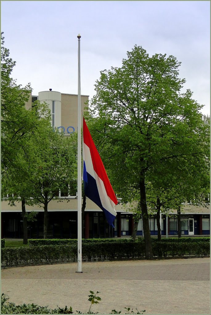 Vanavond herdachten we de slachtoffers van de Tweede Wereldoorlog, latere Oorlogen en Vredesmissies. Tonight we commemorated the victims of World War II, subsequent Wars and Peacekeeping missions. 04-05-2012