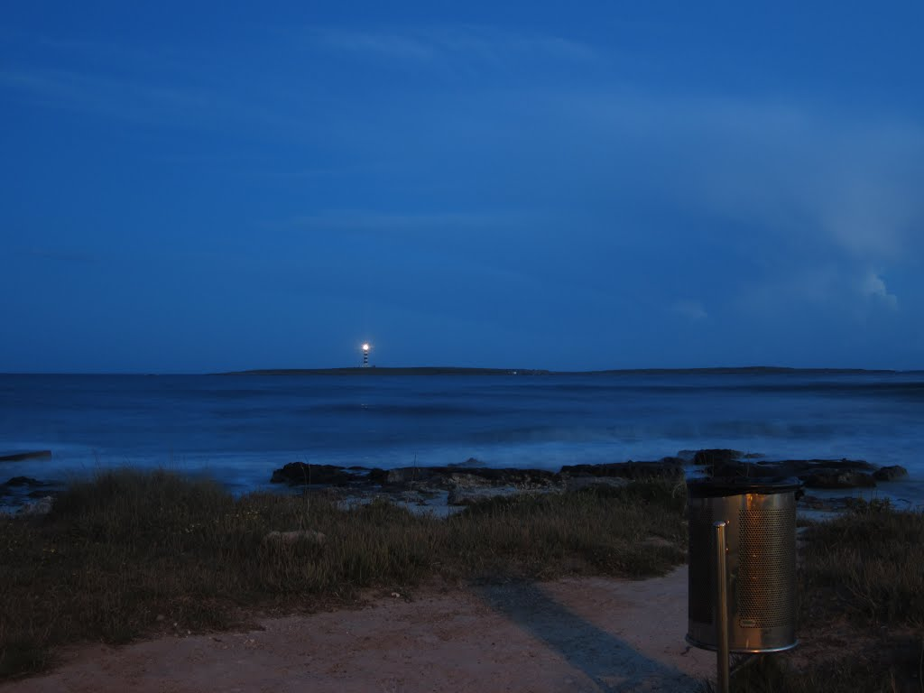 The Isla del Aire lighthouse at dusk