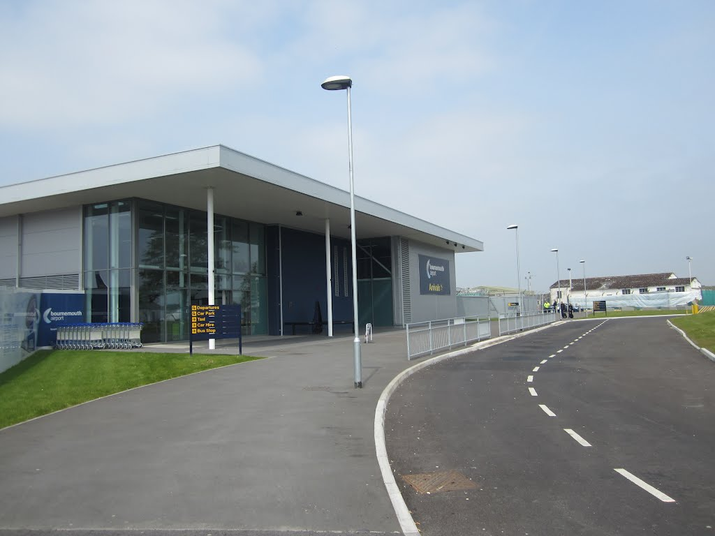 Bournemouth Airport Arrivals >> The New Arrivals Building At Bournemouth Airport The Road Is A