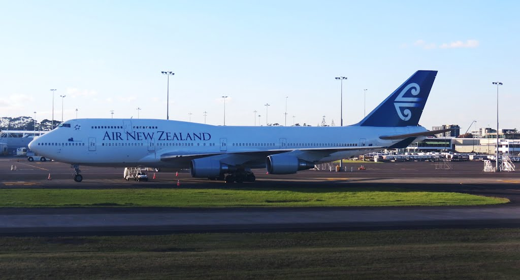 Air New Zealand 747-400 (ZK-NBV) - Auckland airport (AKL), North Island, New Zealand.