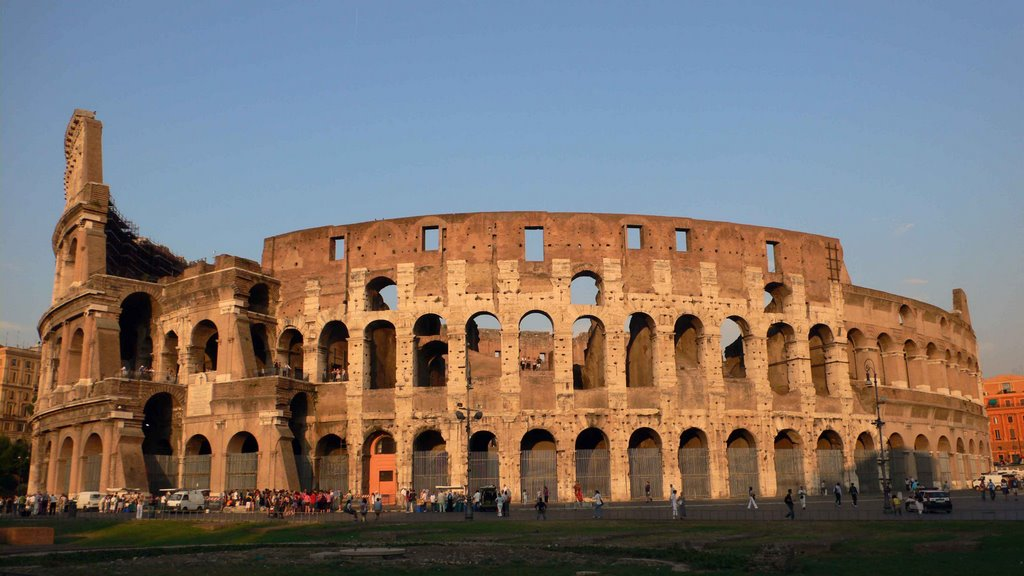 Colosseo in sunset  کلزئوم در غروب