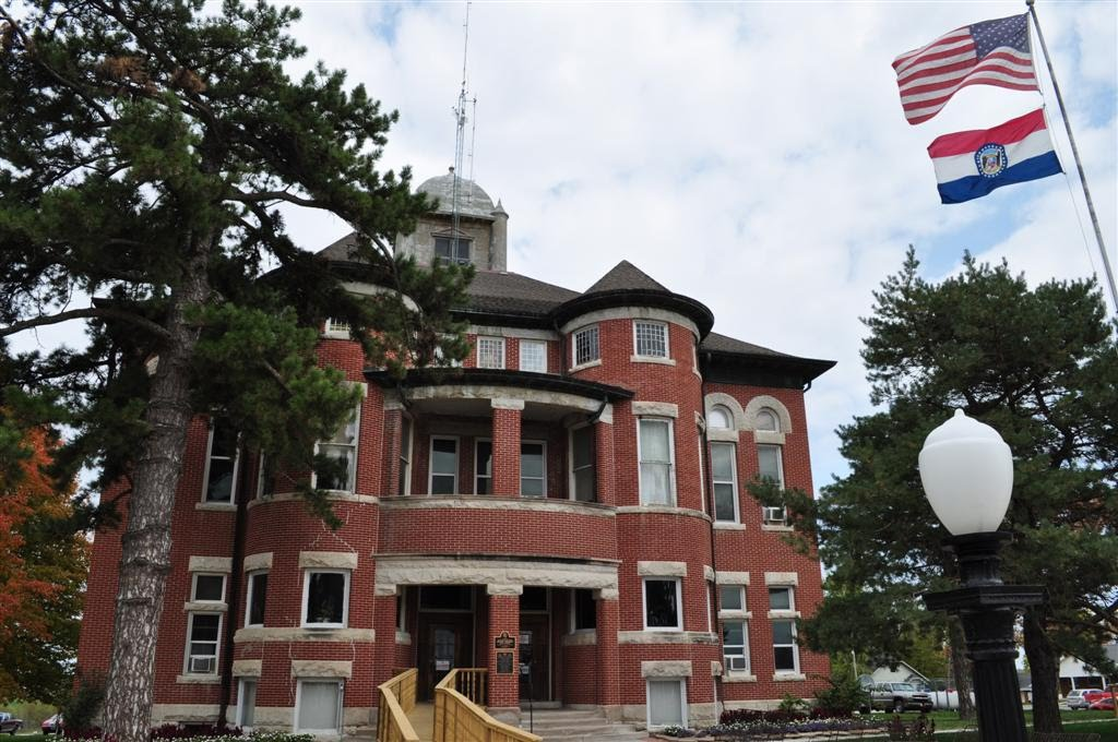 Caldwell County courthouse, Kingston, MO