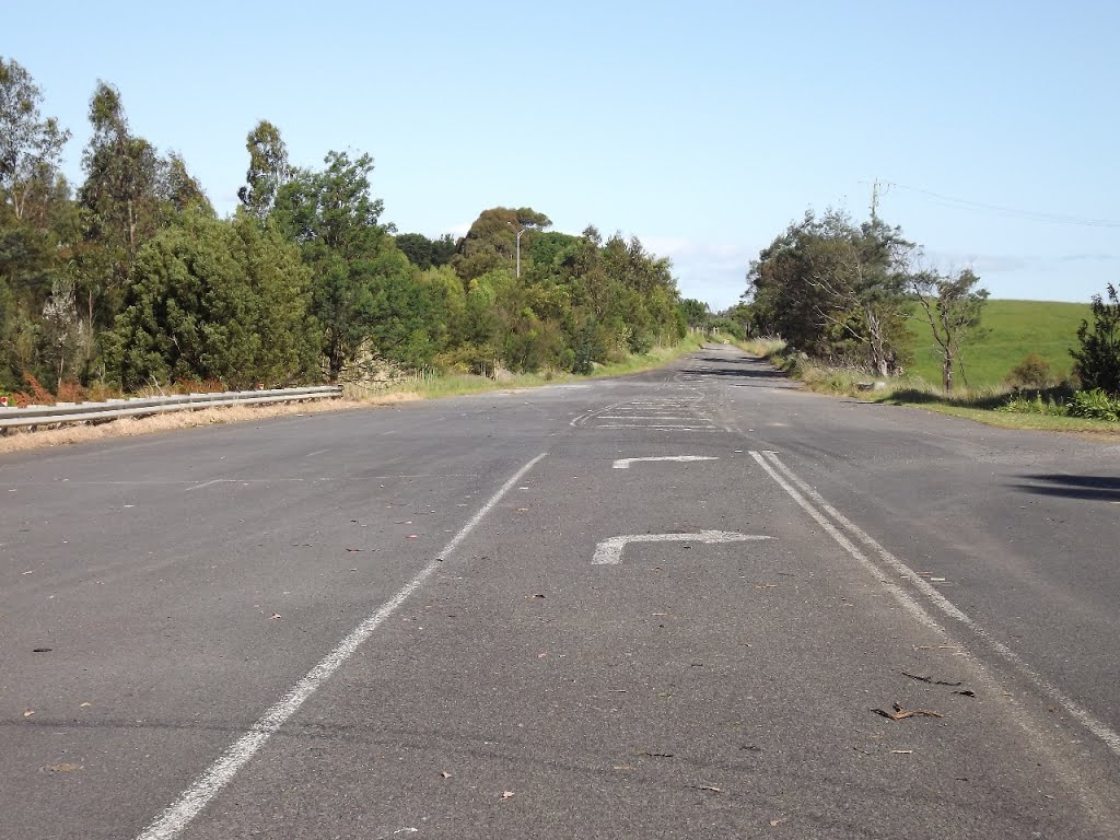 Severed alignment of old South Gippsland Hwy at Bena