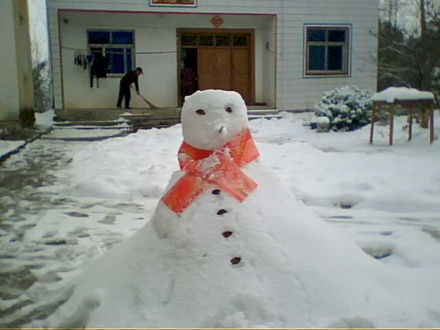 Snowman made by a girl 2 years old