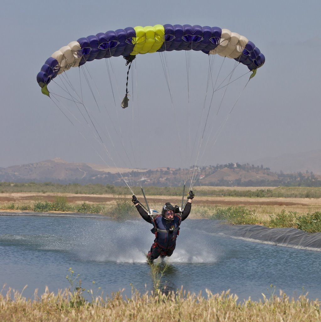 Andy Malchiodi swooping pond @ Skydive Elsinore | Mapio net